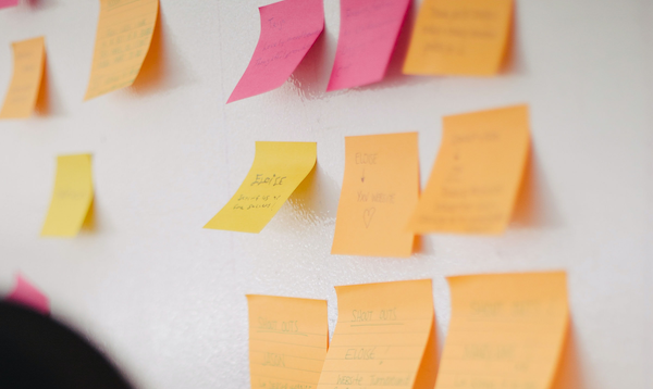 Picture of post-its on a wall symbolising workshop